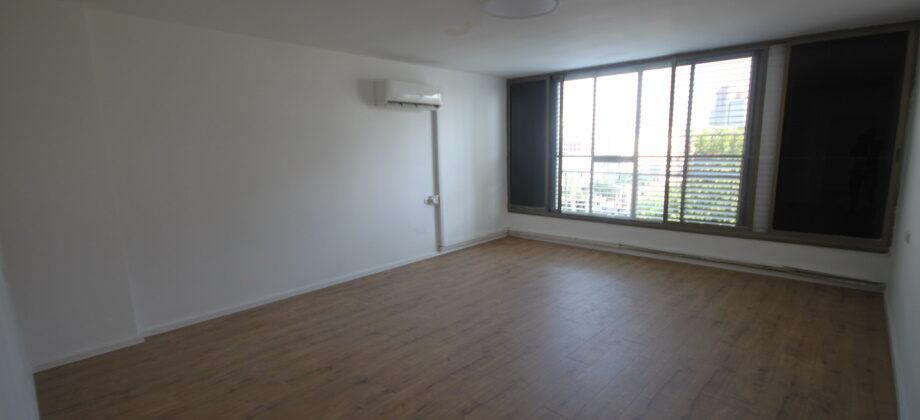 4 Pièces (4 ème étage) Proche Gan Haïr 110m²