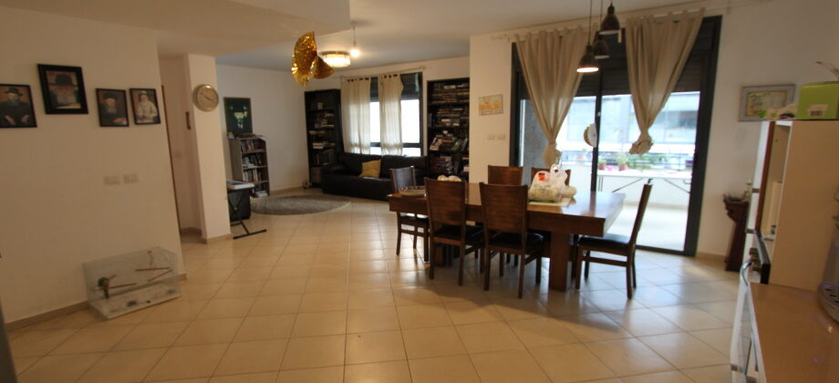 5 Pièces (3ème étage) Guela 160m²